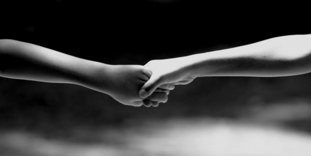 mains qui se joignent